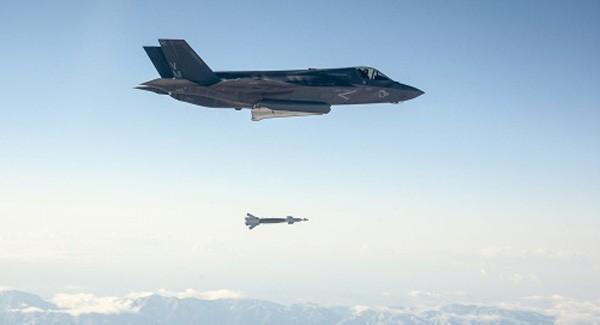 Tiêm kích tàng hình F-35 Mỹ sẵn sàng không kích IS - ảnh 1