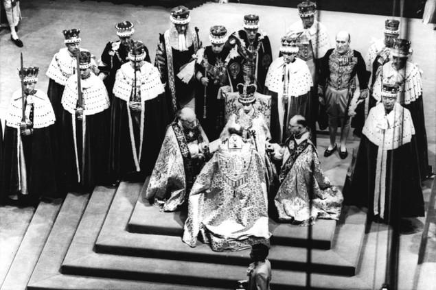 Những khoảnh khắc ấn tượng trong 65 năm trị vì của Nữ hoàng Anh - ảnh 1