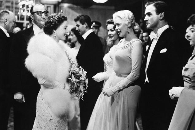 Những khoảnh khắc ấn tượng trong 65 năm trị vì của Nữ hoàng Anh - ảnh 4