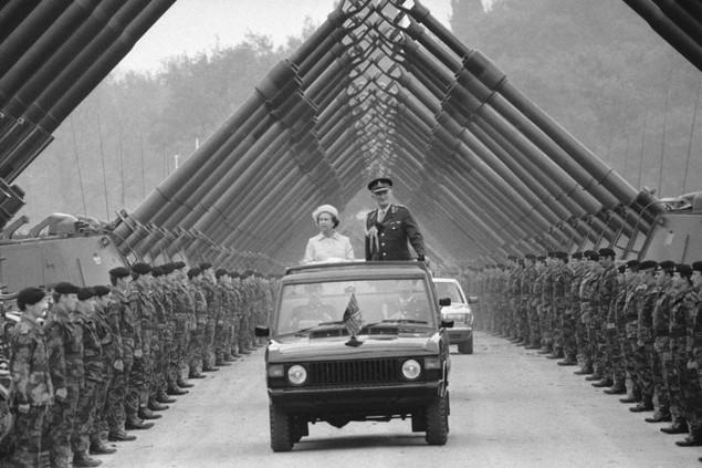 Những khoảnh khắc ấn tượng trong 65 năm trị vì của Nữ hoàng Anh - ảnh 11
