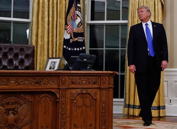Cuộc sống không vợ con trong Nhà Trắng của Trump - ảnh 1
