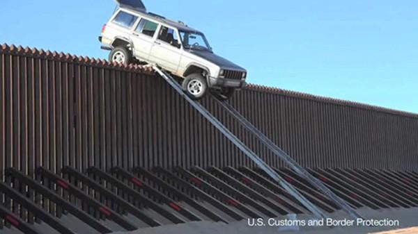 Tường biên giới biến Mỹ thành chiếc lồng vàng giam hãm người nhập cư - ảnh 1