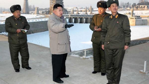 Ba giả thuyết nguyên nhân đột tử của anh trai Kim Jong-un - ảnh 1