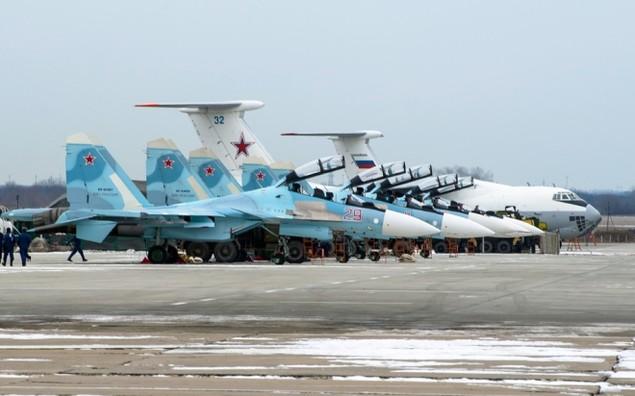 Tiêm kích Su-30 Nga tập luyện tiếp dầu trên không - ảnh 2