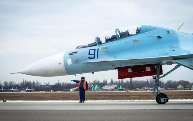 Tiêm kích Su-30 Nga tập luyện tiếp dầu trên không - ảnh 4