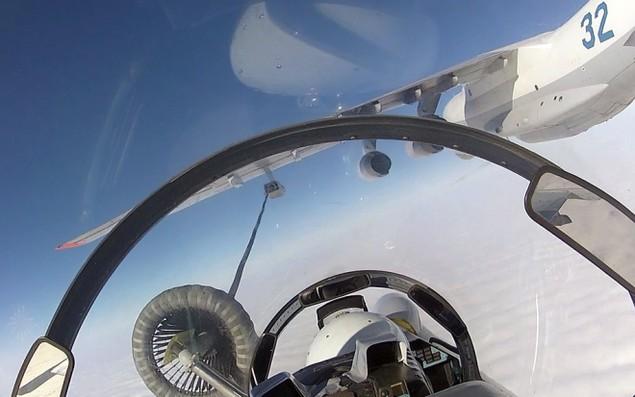 Tiêm kích Su-30 Nga tập luyện tiếp dầu trên không - ảnh 9