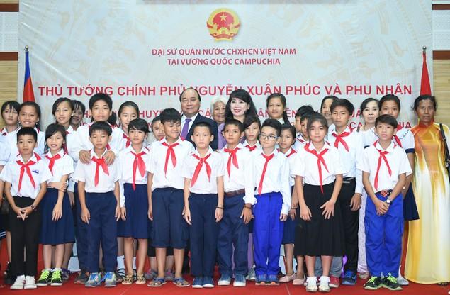 Thủ tướng Nguyễn Xuân Phúc thăm bà con kiều bào tại Campuchia - ảnh 2