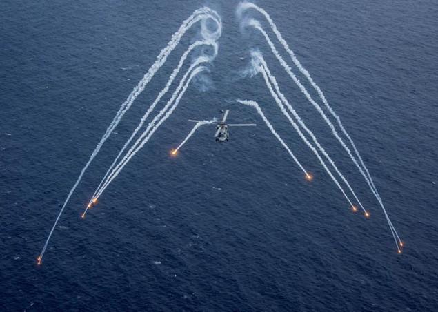 Cận cảnh tàu sân bay Mỹ trên đường tới bán đảo Triều Tiên - ảnh 1