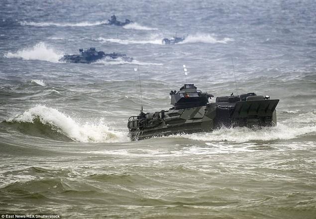 Khởi đầu từ năm 1972, Baltops là cuộc tập trận thường niên giữa các thành viên của Khối Hiệp ước Bắc Đại Tây Dương (NATO). Năm nay địa điểm tập trận là ở khu vực biển Baltic. (Ảnh: REX)