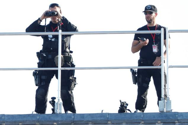 Các cảnh sát Pháp tham gia đảm bảo an ninh cho lễ duyệt binh (Ảnh: Reuters)