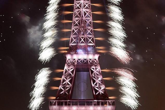 Tháp Eiffel - biểu tượng của thủ đô Paris và nước Pháp - là địa điểm bắt pháo hoa truyền thống của ngày Quốc khánh (Ảnh: AFP)