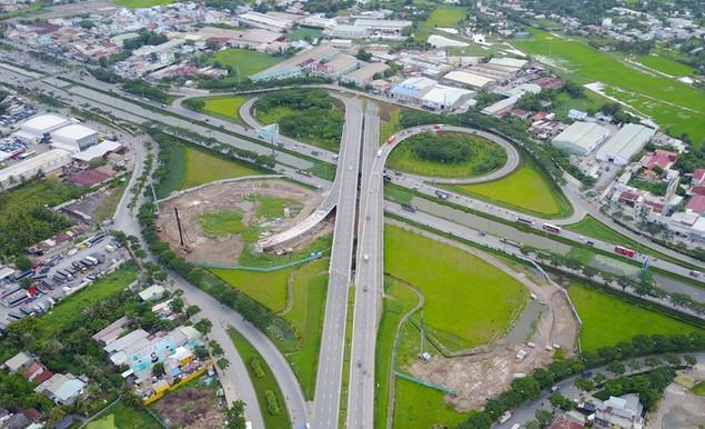 Những cây cầu uốn lượn giải tỏa ùn tắc ở TP HCM - ảnh 4