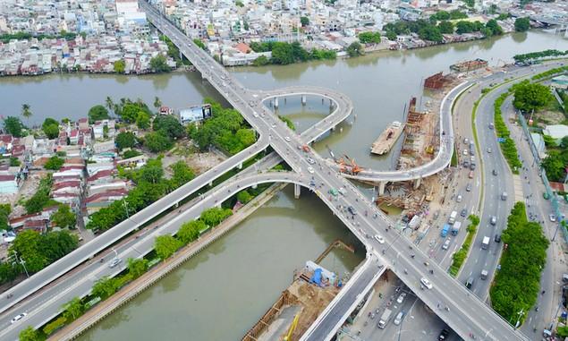 Những cây cầu uốn lượn giải tỏa ùn tắc ở TP HCM - ảnh 5