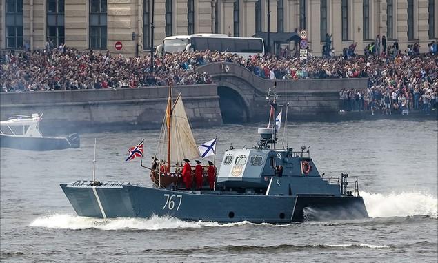 Tàu chiến, máy bay Nga duyệt binh trong Ngày Hải quân - ảnh 1