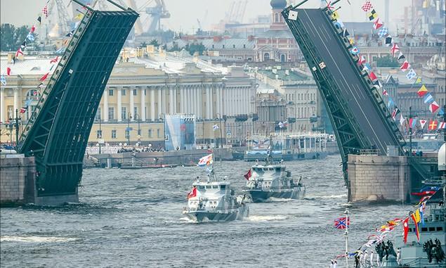 Tàu chiến, máy bay Nga duyệt binh trong Ngày Hải quân - ảnh 2