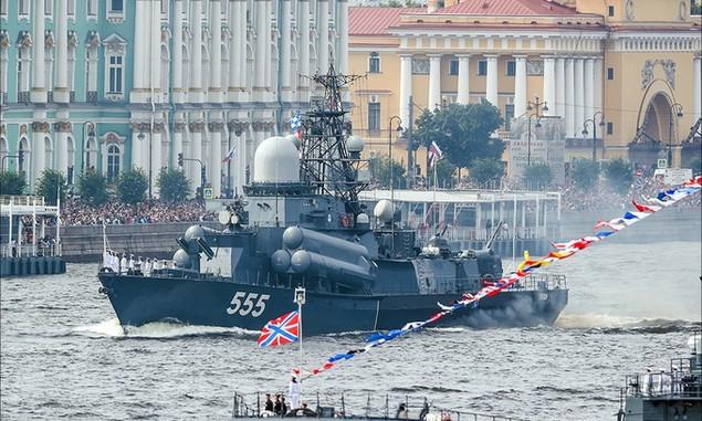 Tàu chiến, máy bay Nga duyệt binh trong Ngày Hải quân - ảnh 3