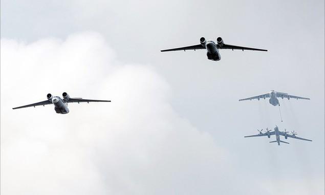 Tàu chiến, máy bay Nga duyệt binh trong Ngày Hải quân - ảnh 6