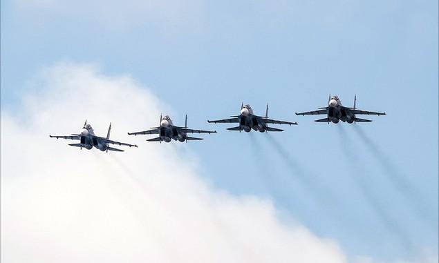 Tàu chiến, máy bay Nga duyệt binh trong Ngày Hải quân - ảnh 8
