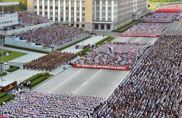 Biển người Triều Tiên phản đối lệnh trừng phạt của Liên Hợp Quốc - ảnh 4
