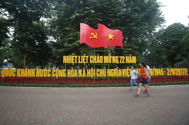 Hà Nội trang hoàng cờ hoa trước ngày Quốc khánh - ảnh 1