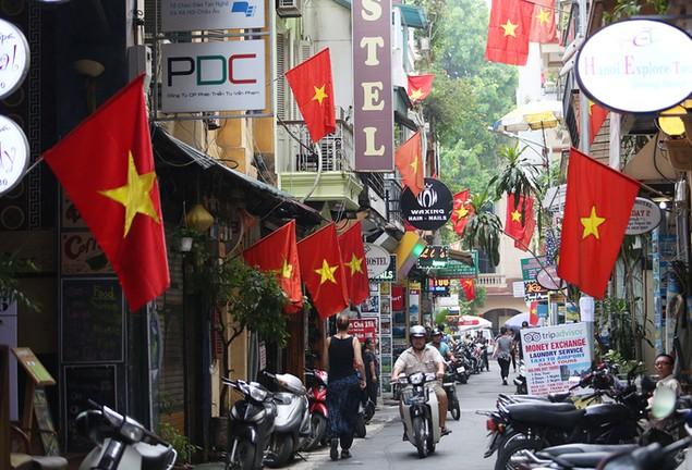 Hà Nội trang hoàng cờ hoa trước ngày Quốc khánh - ảnh 4