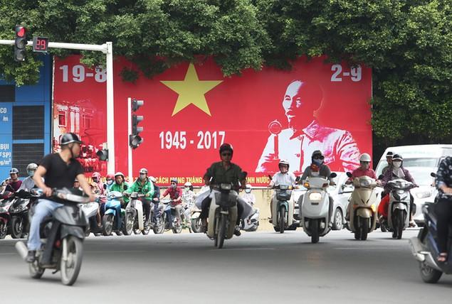 Hà Nội trang hoàng cờ hoa trước ngày Quốc khánh - ảnh 5