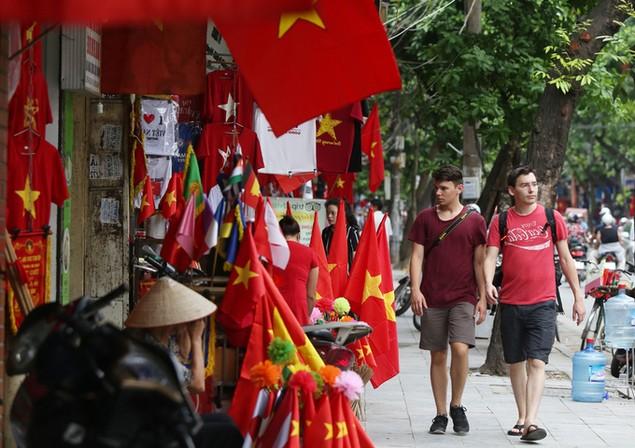 Hà Nội trang hoàng cờ hoa trước ngày Quốc khánh - ảnh 8