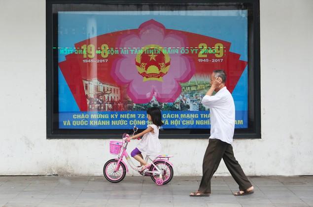Hà Nội trang hoàng cờ hoa trước ngày Quốc khánh - ảnh 9
