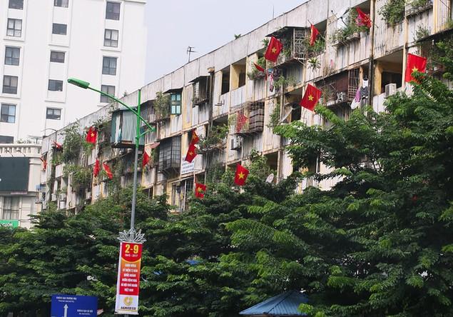 Hà Nội trang hoàng cờ hoa trước ngày Quốc khánh - ảnh 10